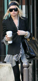 ashley olsen malvestita con caffettone starbucks