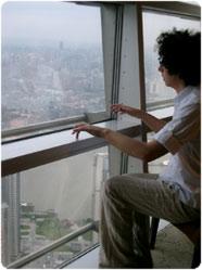 giovanni allevi suona l'atmosfera che esce fuori dallo spiraglio della finestra: genio!