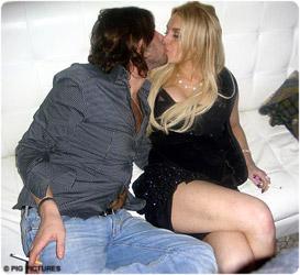 Lindsay Lohan bacia er panza